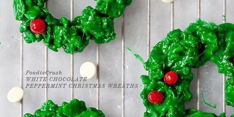 白 Chocolate and Peppermint Christmas Wreath Cookies