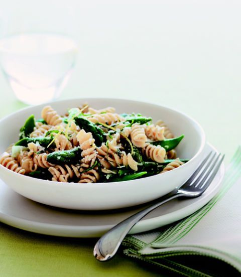 Grano intero Rotini with Asparagus and Snap Peas