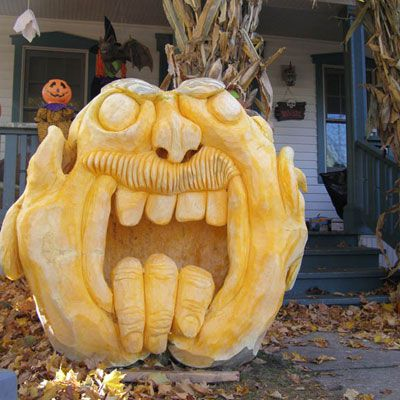 Satu lagi masterpiece by Ed Moody: He told the 1500+ trick-or-treaters who saw it that it was a man-eating giant and the fingers were all that was left of its last meal!