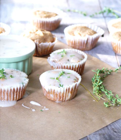 Mela cupcakes with goat cheese and thyme glaze